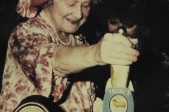 Queen mum - pulling a pint in a Young's Pub
